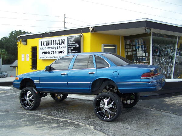 Crown Vic On 26s Crown vic on 26's lifted!